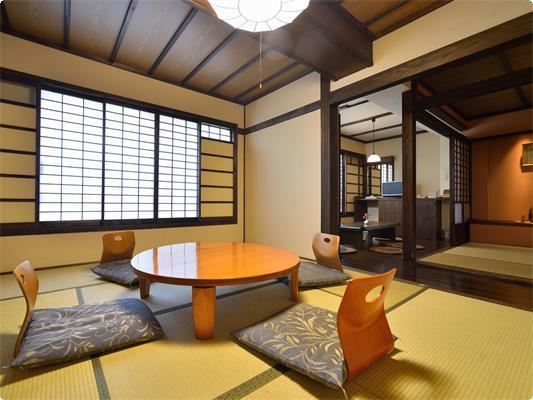 落ち着いた日本情緒あふれる古民家風客室は、広々としてお子様も大喜び♪ ノスタルジーに包まれた雰囲気が女性グループのお客様にも人気です。