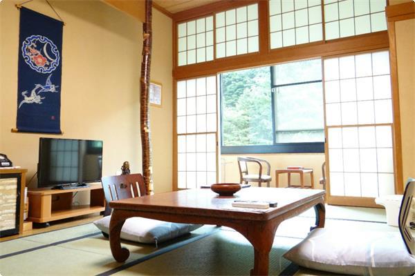 全室宝川に面した景色良好なバス/トイレ付客室です。