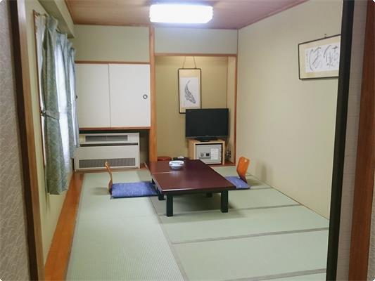 山側の和室でございます。