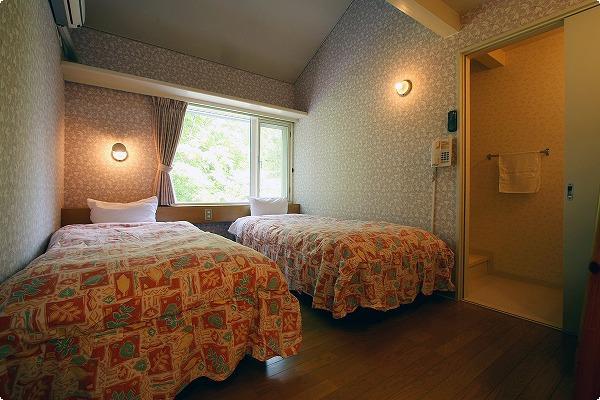 ロフトルーム4ベッドバストイレ付です。