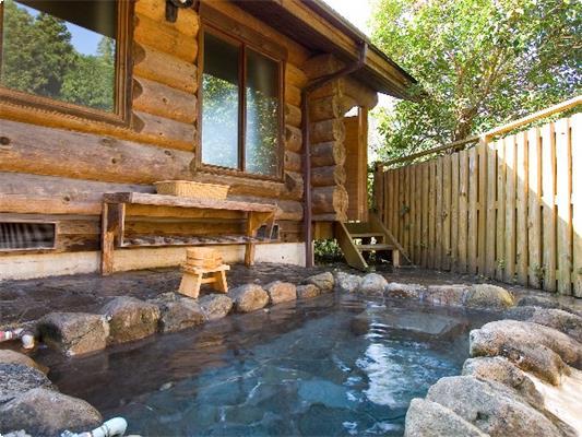 露天風呂付のコテージログタイプ 1702号室 岩風呂タイプ